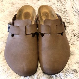 Birkenstock slide on closed toe shoes Sz 10